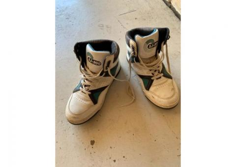 Men's Sports Shoes - Size 9 Approx